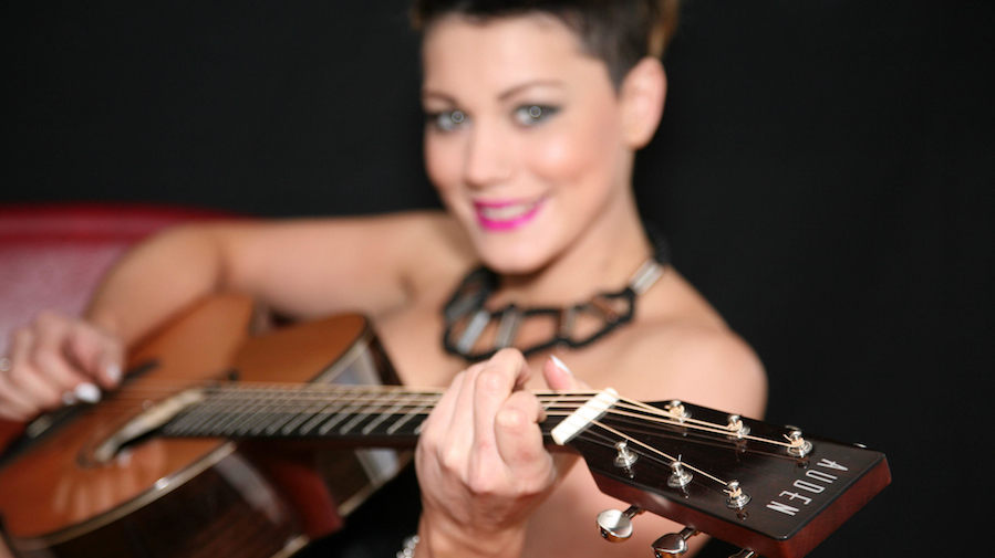 Melissa Partridge plays Auden Guitars