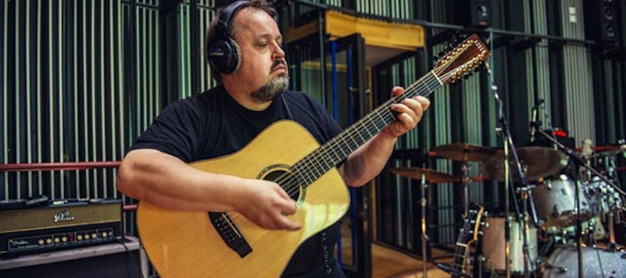 Steve Rothery recording with Auden Guitar