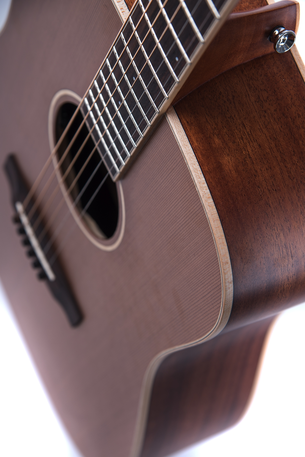 Colton Neo - acoustic guitar by Auden Guitars. Body image.